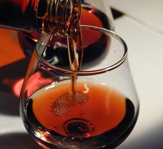 Как многие крепкие спиртные напитки, калорийность джина считается...